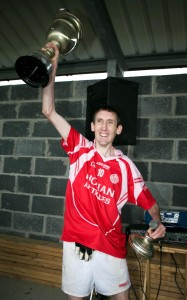 Éire Óg captain John Griffin lifts the cup after victory over Cooraclare. Photograph Arthur Ellis.
