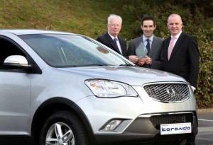 Brian Byrne, Chairman of the IMWA van jury presents the award for Commercial SUV of the Year to John Keogh of SsangYong. Looking on is Tom Dennigan of Sponsor, Continental Tyres.