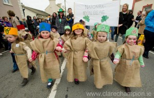 Naoinra Doonbeg pupils marching at the St Patrick's Day Parade in Doonbeg. Photograph by John Kelly.
