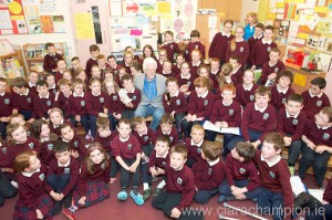 Holding the 1st Mobile phone are twins David and Stephen Mannion along with class mates who got to meet Marty Cooper (the inventor of the mobile phone) and his wife Arlene Harris the 'first lady of wireless' when they popped into Kiltiernan National School Co. Galway. Photo:Andrew Downes.