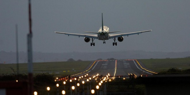 http://www.clarechampion.ie/wp-content/uploads/2014/07/Shannon-Airport-night-landing-660x330.jpeg