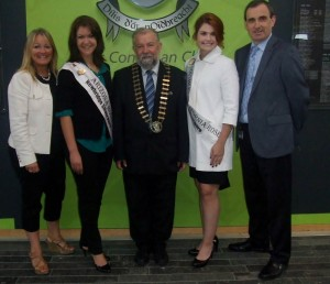 Couoncillor Mary Howard of the Ennis Phoenix Twinning Board, Arizona Rose Sarah Hines; Mayor  John Crowe, South California Rose Katie Bergman, and Ger Dollard, director of services, Clare County Council