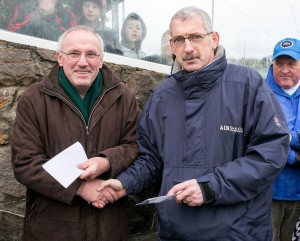 Clonlara 's Flan Mullane receives the runners-up cheque from Liam Duggan, The Clare Champion.