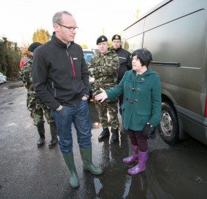 Minister Simon Coveney listens to a Clonlarta resident. Photograph by Arthur Ellis
