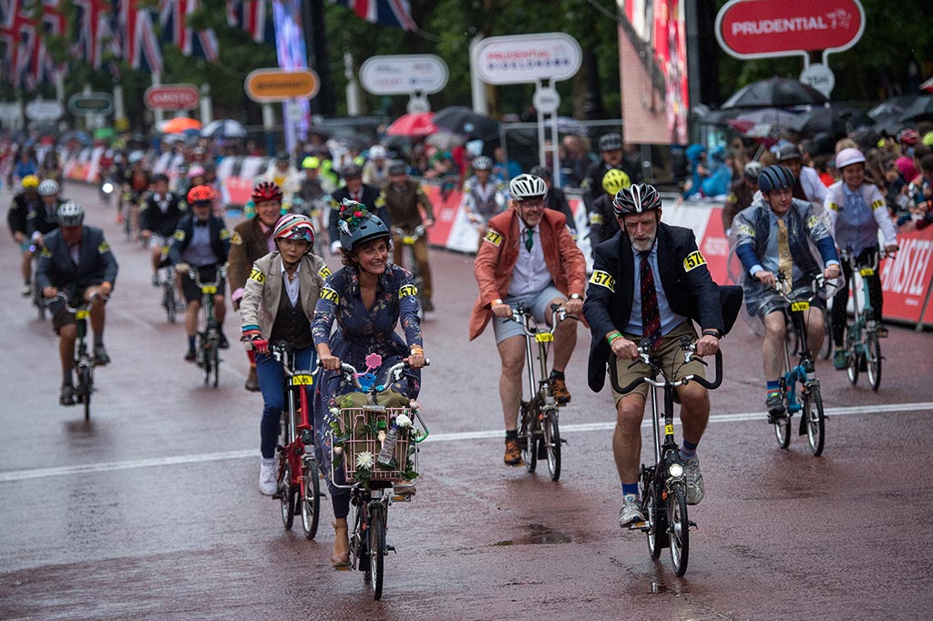 The start of the Brompton World Championships at St James's Park, London. Picture Prudential RideLondon